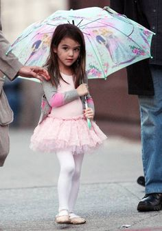 Suri Cruise is a mini ballerina (2 photos)