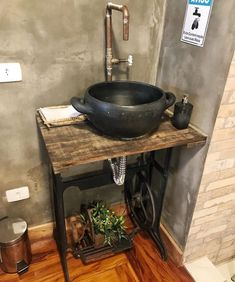 Farmhouse Bathroom Decor Ideas As far as home-improvement projects go, it's not the scale of the changes that you make. Nautical Bathroom Decor, Rustic Bathroom Designs, Rustic Bathrooms, Small Bathroom, Bathroom Wall, Unique Wall Decor, Metal Wall Decor, Lavabo Vintage, Rustic Restaurant
