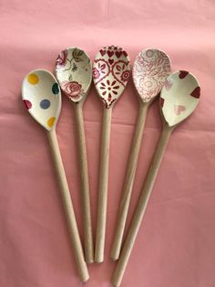 Emma Bridgewater Pottery, Freestanding Kitchen, Bohemian Kitchen, Brown Paper Packages, Cozy Kitchen, Wooden Spoons, Jar Storage, Anime Art Girl, House Colors