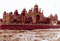 Osmania Hospital and Musa Nadi Rare Photos, Vintage Photographs, Old Photos, Invisible Cities, History Of India, Ancient Architecture, Travel Themes, Incredible India, Amazing