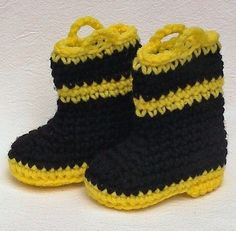 cute- these would go great with the fire helmet and diaper cover....a must make for my son!!!!!!!!