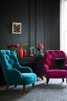 8 Modern Accent Chairs for a Super Chic Living Room An accent chair is the perfect answer to both home decorating challenges. Check out Modern Chairs selection of Accent Chairs for a Super Chic Living Room Dark Living Rooms, Chic Living Room, Living Room Furniture, Living Room Decor, Dark Rooms, Dark Furniture, Furniture Chairs, Modern Living, Modern Furniture