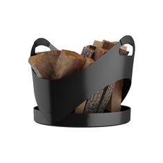 CARRY BLACK.  Der RAIS CARRY besteht aus einem Stück Aluminium - ohne Fugen. Er sieht stets leicht und elegant aus, gerade mit seinen geschwungenen Kurven. Der Korb verfügt über komfortable Griffe mit beschichtetem Silikon, so lässt er sich leicht und ergonomisch transportieren. Die praktische hohe Kante am festen Boden lässt dabei die Rückstände vom Brennholz im Korb zurück. Sehr leicht mit nur 2.5 kg.  B x T x H: 450 x 450 x 450 mm