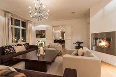 FINN – SKILLEBEKK: Elegant og særdeles påkostet 6-roms med høy grad av komfort. 3 balkonger. Heis.