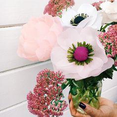 ..combinando las flores de papel crepé con flores reales, este es el resultado !! #crepepaperrevival #petaltopetal #paratodaocación