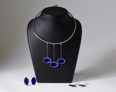 Necklace and two pairs of earrings designed by Gine Sommerfeldt for J. Enamel Jewelry, Metal Jewelry, Silver Jewelry, Jewellery, Bijoux Design, Designer Earrings, Handmade Jewelry, Pendants, Brooch