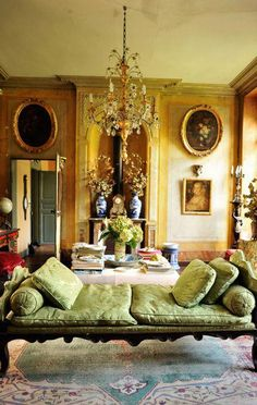 Designer Jeffrey Harris takes a look at Marie-Paule Pelle's French home.