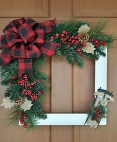 Picture Frame Wreath, Christmas Picture Frames, Picture Frame Crafts, Rustic Christmas, Simple Christmas, Christmas 2019, Diy Christmas, Primitive Christmas, Primitive Decor