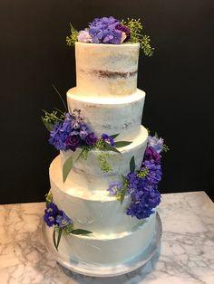 Tarta seminaked y paleteada con decoración floral. Cake, Desserts, Food, Floral Decorations, Tailgate Desserts, Deserts, Kuchen, Essen, Postres
