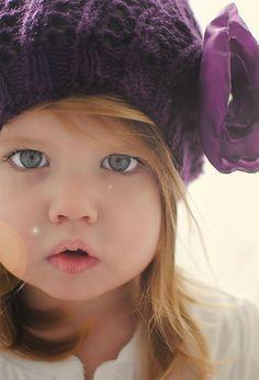 Big eyes & beautiful baby lips <3