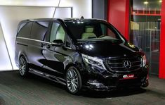 Mercedes Benz V-Class Black Crystal - Exterior Walkaround - 2016 Moscow Automobile Salon Mercedes Benz Viano, Black Mercedes Benz, Mercedes Van, Mercedes Benz Cars, Luxury Van, Merc Benz, Benz Sprinter, Black Crystals, Ford Trucks