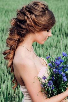 Obsessed with this romantic braid! <3 Repin if you know someone who'd look GORGEOUS with it!