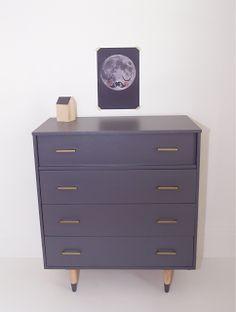 Mid century violet dresser   http://uneideedanslacaboche.blogspot.ca/