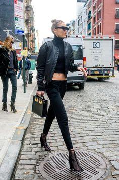 Gigi Hadid's nieuwe mesh laarzen nemen aanwijzingen van Kendall Jenner Style Gigi Hadid, Gigi Hadid Outfits, Street Style 2017, Vogue, Modell Street-style, Lady Gaga, All Black Outfit, Models Off Duty, Look Cool