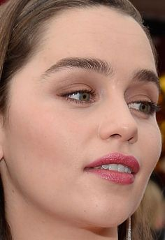 Close-up of Emilia Clarke at the 2015 SAG Awards. http://beautyeditor.ca/2015/01/27/sag-awards-2015