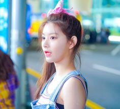 South Korean Girls, Korean Girl Groups, Up To The Sky, Red Velvet Seulgi, Yuehua Entertainment, Asian Celebrities, Female Stars, Meme Faces, These Girls