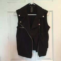 Grass Moto Vest Size medium• Zipper pocket on side• Can be worn a few different ways• Has pockets• 72% polyester 23% rayon 5% spandex• Very comfortable has been worn a few times great condition• However it is missing the belt Grass Jackets & Coats Vests