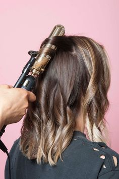This Is The Secret To A Perfectly-Messy Long Bob - Couleur Cheveux 02 Medium Hair Styles, Curly Hair Styles, Great Hair, Amazing Hair, Hair Today, Pretty Hairstyles, Hairstyle Ideas, Party Hairstyle, Undercut Hairstyle