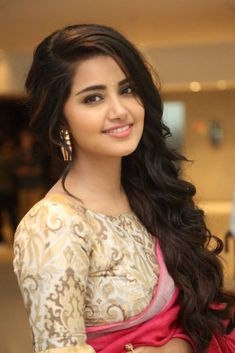 Anupama Parameswaran At Vunnadi Okate Zindagi Movie Thanks Meet Gallery Beautiful Girl Photo, Beautiful Girl Indian, Most Beautiful Indian Actress, Beautiful Bollywood Actress, Beautiful Actresses, Beauty Full Girl, Beauty Women, Gal Gadot, Anupama Parameswaran