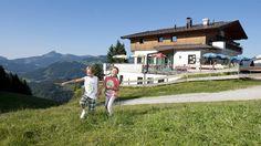 Der Herbst auf den Tiroler Almen und Bergen ist eine ganz besondere zeit im Jahr. Was magst du am meisten am #Herbst? Bergen, Cabin, House Styles, Home Decor, Autumn, Homemade Home Decor, Cabins, Cottage, Decoration Home