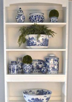 Delft, Blue And White Dinnerware, Decorating Bookshelves, Blue And White Vase, Chinoiserie Chic, Blue Plates, Blue China, White Decor, White Porcelain