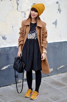 http://www.helloitsvalentine.fr/2014/01/plica-concours-molami.html - Vintage coat, Manoush dress and Nike Air Pegasus '83