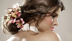 Penteado para noiva com flores natural lindo!!