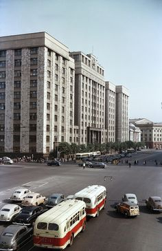 25 Ideas Old Cars Photography Life Monumental Architecture, Art And Architecture, Old Pictures, Old Photos, Back In The Ussr, Car Photography, Old Cars, City, Prom Gowns