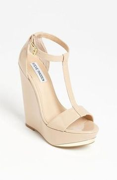 How cute are these white wedges.. I need summer to be back.. I like summer shoes!  @ http://www.best-runningshoes-forwomen.com/ #shoes #womensshoes #runningshoes