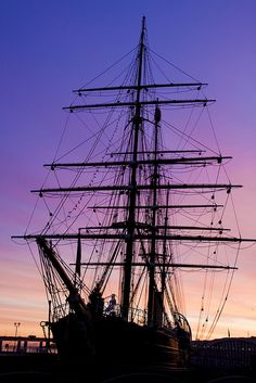 Lived in Dundee for years and never been to the Discovery. Finally went on a trip back to Dundee. Scotland Culture, Pirate Adventure, Orkney Islands, Dundee, Scotland Travel, Tall Ships, Water Crafts, Sailing Ships, Boats