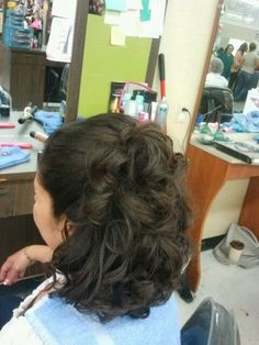 The most of the bride plays an important role in her daughter's wedding. Your hairstyle should be stylish but can not be overly styled or ad...