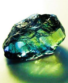 the emerald from afar Minerals And Gemstones, Rocks And Minerals, Gemini Birthstone, Verde Neon, Cool Rocks, Mineral Stone, Rocks And Gems, Shades Of Green, Stones And Crystals