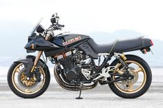 Racing Cafè: Suzuki GSX 1100S Katana by Mr.BIKE