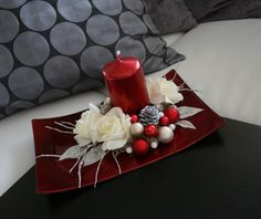 Easy Holiday Decorations, Christmas Candle Decorations, Easy Christmas Ornaments, Christmas Swags, Christmas Flowers, Homemade Christmas, Christmas Staircase, Christmas Crafts, Simple Christmas