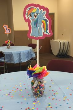 My little pony party centerpiece My Little Pony Unicorn, My Little Pony Applejack, My Little Pony Cake, My Little Pony Birthday Party, 5th Birthday Party Ideas, Birthday Decorations, 4th Birthday, Fiesta Little Pony, Cumple My Little Pony