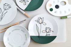 Pottery Painting Designs, Paint Designs, Pottery Art, Cafe Shop, Diy Blog, Ceramic Painting, Print And Cut, Plates On Wall, Flower Prints