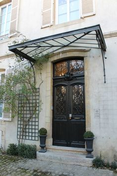 Maison des Courtines luxury appartement Beaune ( 21 ) France Plus Exterior Door Colors, Front Door Colors, Exterior Doors, Entry Doors, Entrance, Glass Garage Door, Glass Front Door, Garage Doors, Barn Garage