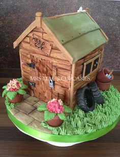 Do you have a green fingered friend,who you need to make a cake for?Learn how to make adorable gardening cakes, and obtain your cake design inspiration! Garden Theme Cake, Garden Cakes, Allotment Cake, Cake Design For Men, Flower Pot Cake, Cake Design Inspiration, Dad Cake, Retirement Cakes, House Cake