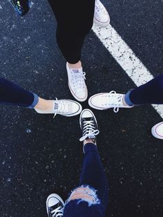 Ideas For Photography Fashion Shoes Pictures Best Friend Pictures, Bff Pictures, Friend Photos, Tumblr Bff, Tumblr Girls, Tumblr Photography, Photography Poses, Fashion Photography, Best Friend Fotos