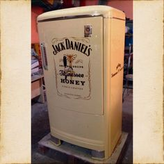 Venta y restauración ! Vintage Fridge, Retro Fridge, Man Cave Games, Workshop Ideas, Jack Daniels, Repurposed Furniture, Game Room, Closets, Mini