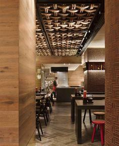 Ceiling detail/Gochi Restaurant by Mim Design. The ceiling detail. Mim Design, Cafe Design, Italian Interior Design, Cafe Interior, Cafe Bar, Architecture Restaurant, Plafond Design, Ceiling Detail, False Ceiling Design