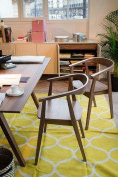 Bent Walnut Chair And Yellow Graphic Rug Ikea Stockholm Collection 2013 Sillas Y Alfombra