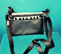 By Lolote sur Instagram: Nouveau sac de chez @patrons_sacotin le @chachacha en simili noir