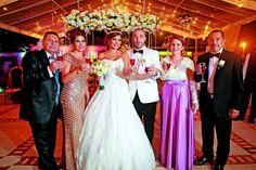 Los novios junto a sus padres: Álvaro Moreno Luengas, Dolly Luz Suárez Ardila, Daniela Moreno Suárez y Diego Aguilar Naranjo, Alba Luz Naranjo Velásquez y Jairo Aguilar López.