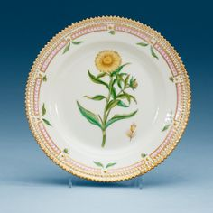 A SET OF 12 SMALL ROYAL COPENHAGEN 'FLORA DANICA' DISHES, DENMARK, 20TH CENTURY.