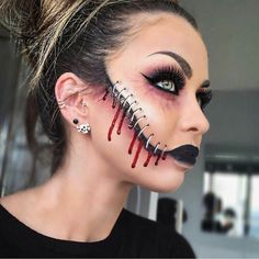 Halloween - Make-up Schminke und Co. Halloween - Make-up Schminke und Co. Maquillage Halloween Zombie, Creepy Halloween Makeup, Scary Makeup, Sfx Makeup, Makeup Cosmetics, Creepy Doll Makeup, Halloween Vampire, Makeup Brushes, Beauty Makeup