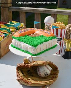 Spud's 6 th  birthday was last month and he had a baseball themed party (see Amy's Cooking Adventures  for all the details!) complete wi...