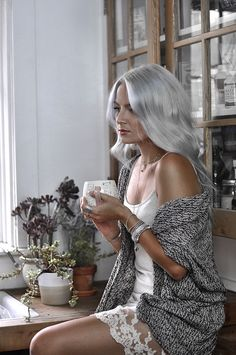I'm seriously in LOVE with my weekend morning routine. It's the best way to wake up, relax, and prepare myself for the day ahead. Check it out! Bright Hair, Pastel Hair, Pink Hair, Photoshoot Inspiration, Hair Inspiration, Photoshoot Ideas, White Hair Toner, Hair Salon Names, Stylish Outfits