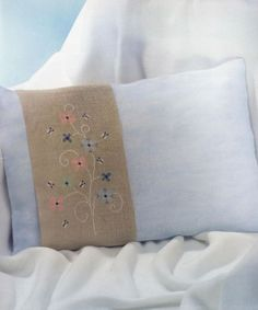Perne decorative Bed Pillows, Pillow Cases, Creative, Dots, Punto De Cruz, Embroidery, Pillows