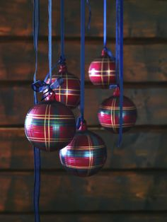 SNÖMYS baubles in traditional tartan If you like a Scottish theme for Christmas. Ikea Christmas, Tartan Christmas, Christmas Tree Themes, Christmas Is Coming, Christmas 2014, Christmas Baubles, Christmas Pictures, All Things Christmas, Christmas Wedding